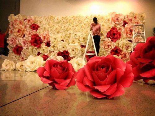 Большие бумажные цветы для украшения зала: оформление своими руками, объемные помпоны и мастер-класс