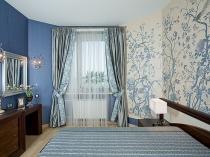 фото комната с голубыми обоями